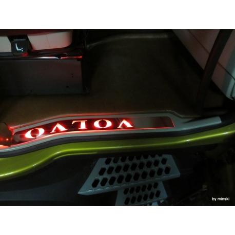 Volvo* Einstiegsleiste Edelstahl mit LED-Beleuchtung rot