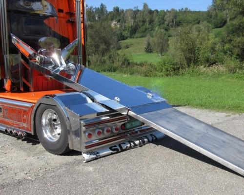 Scania Rampe für V8 Motorad