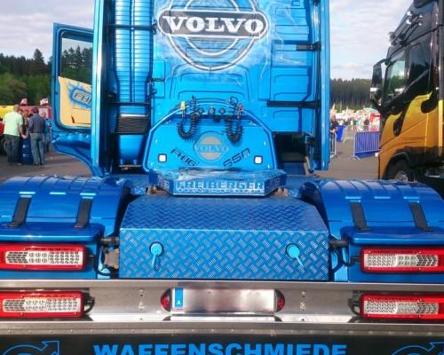 Volvo Unterfahrschutz, Steckerblech, Dachspoilerblende mit LED